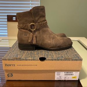 Born Monae Taupe Distressed Ankle Boots size 10